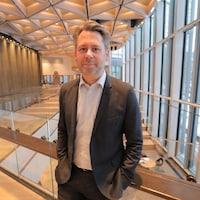Le Danois Casper Klynge est le premier ambassadeur technologique du monde. Il était récemment à Ottawa pour rencontrer la ministre des Institutions démocratiques, Karina Gould, afin de discuter de la façon dont le Danemark et le Canada peuvent mieux protéger la démocratie à l'ère numérique.