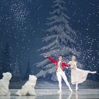 Les danseurs Alanna McBride et Yosuke Mino du Ballet Royal de Winnipeg dans une scène du Casse-Noisette
