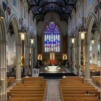 L'intérieur de la cathédrale St. Michael's de Toronto.