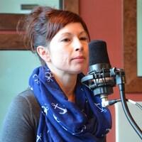 Cathy Gélinas, présidente de la Coalition d'aide à la communauté LGBT en Abitibi-Témiscamingue, dans nos studios.