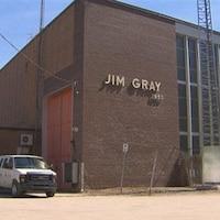 La façade de la centrale Jim Gray.