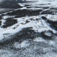 Le Cercle de feu est situé à environ 540 km au nord de Thunder Bay et à environ 240 km à l'ouest de la baie James.