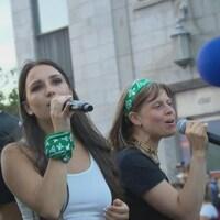 Des femmes qui chantent.