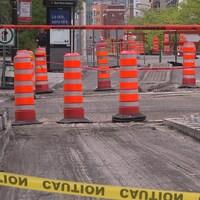 Chantier du boulevard René-Lévesque, à Montréal, où on aperçoit plusieurs cônes oranges.