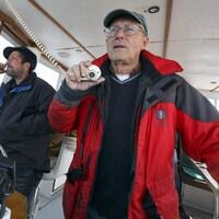 Marc Costa et Charles Mayo dans un bateau.