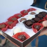 Chocolats dans une boîte.