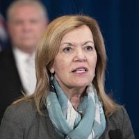 La ministre de la Santé de l'Ontario, Christine Elliott, lors d'une conférence de presse à Queen's Park.