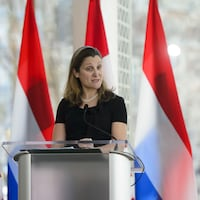 Chrystia Freeland, ministre des Affaires étrangères lors d'un point de presse au Centre national des Arts à Ottawa le mercredi 3 avril 2019.