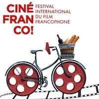 Affiche pour le Festival Cinéfranco 2019 représentant une bicyclette transportant des baguettes de pain et une bouteille de vin dans son porte-bagage.