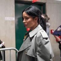Claudia Salinas à la sortie du tribunal à New York.