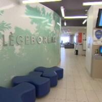 Le hall d'entrée du Collège Boréal à Toronto