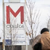 L'affiche du College M du Canada.