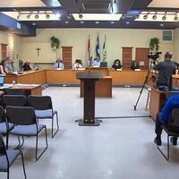 Une séance du conseil municipal de Sept-Îles.