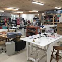 Une vue d'ensemble des espaces de travail de la coopérative.