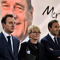 Claude Chirac (centre), fille de Jacques Chirac, son fils Martin Rey-Chirac (gauche)  et son époux  Frédéric Salat-Baroux assistent au dernier hommage à l'ancien président à Sarran en Corrèze.