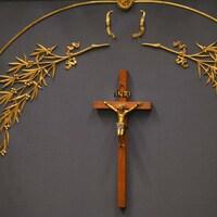 Le crucifix du Salon bleu, à l'Assemblée nationale.