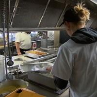 Cours de cuisine au centre de formation professionnelle de la Côte-de-Gaspé