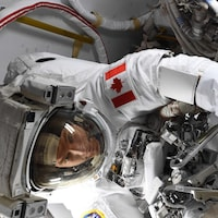 David Saint-Jacques dans sa combinaison spatiale.