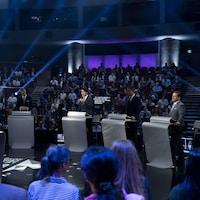 Jagmeet Singh, Elizabeth May, Maxime Bernier, Justin Trudeau, Andrew Scheer et Yves-François Blanchet sur le plateau du débat.