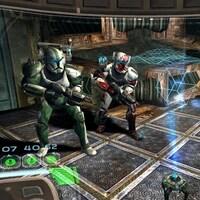 Trois membres d'un escadron de Star Wars dans un jeu vidéo.
