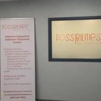 L'intérieur du centre avec l'affichage du nom Possibilities.