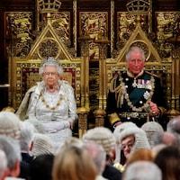 La reine Elizabeth II et son fils, Charles.