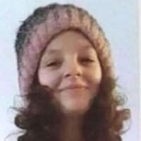 Montage de deux photos d'une adolescente.