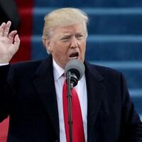 Donald Trump livre un discours devant une foule réunie devant le Capitole, à Washington, DC.