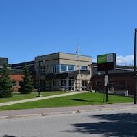 La facade d'une école.