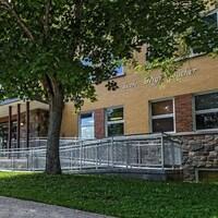 Façade de l'école primaire de Saint-Pascal.