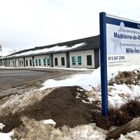 Une photo de l'école secondaire publique Mille-Îles à Kingston, en Ontario