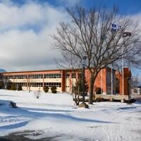 La façade de l'école secondaire de Rivière-du-Loup.