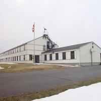 La façade d'un vieil édifice.