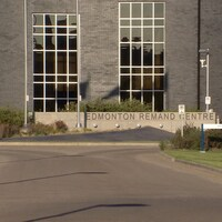 La façade de la prison.