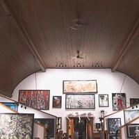 Vue intérieure de l'église de Mansonville transformée en Musée d'art contemporain singulier.