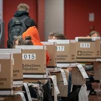 Sep boîtes de scrutin