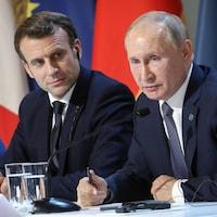 Emmanuel Macron et Vladimir Poutine en conférence de presse.