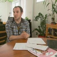 François Charland est enseignant dans la région de Québec. Il a été victime de vol d'identité.