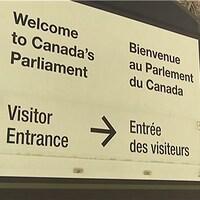 Enseigne en français et en anglais de l'entrée du Parlement du Canada.