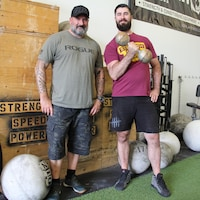 Pierre-Philip Martin et Steve Dubé au gym SSP Barbell Club de Saint-Hubert.