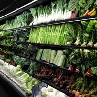 Des légumes à l'épicerie.