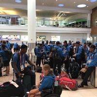 L'équipe de l'Alberta attend ses bagages.