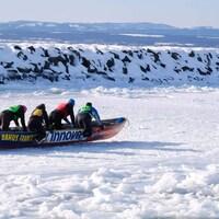 La saison du canot à glace est commencée sur la Côte-Nord.