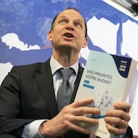 Le ministre des Finances du Québec, Eric Girard, répond aux questions des journalistes.