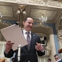Le ministre des Finances du Québec, Eric Girard, dépose son premier budget.