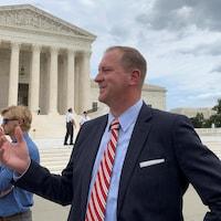 Eric Schmitt devant la Cour suprême de Washington.