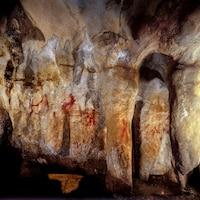 Peintures rupestres néandertaliennes dans une caverne à La Pasiega en Espagne.