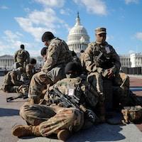 Des soldats devant le Capitole.