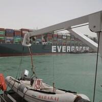 Des remorqueurs égyptiens tentent de libérer le cargo taïwanais Ever Given.