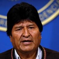 Gros plan du visage d'Evo Morales.